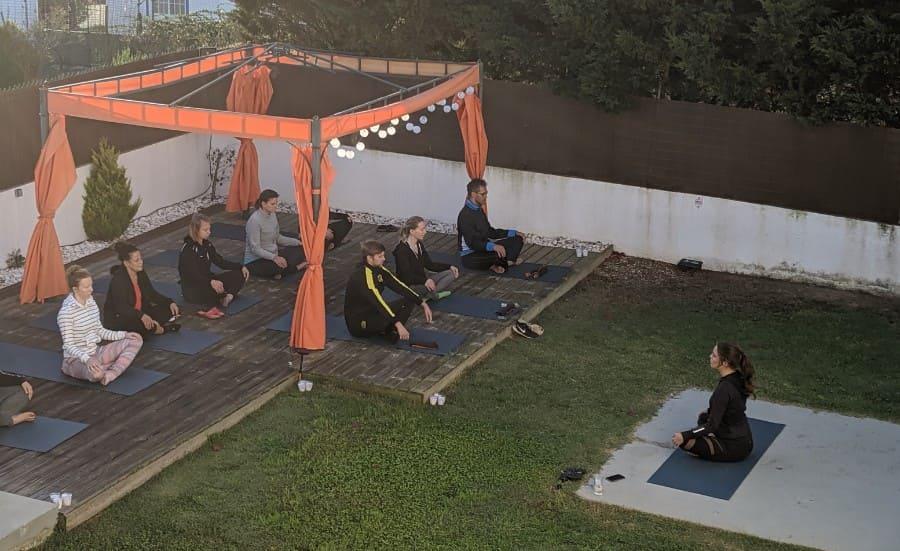 900x550-entspannung-morgens-im-bootcamp-urlaub