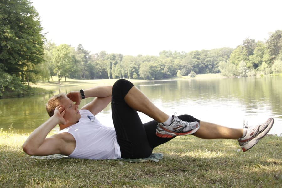 900x600-crunches-fuer-hiit.training
