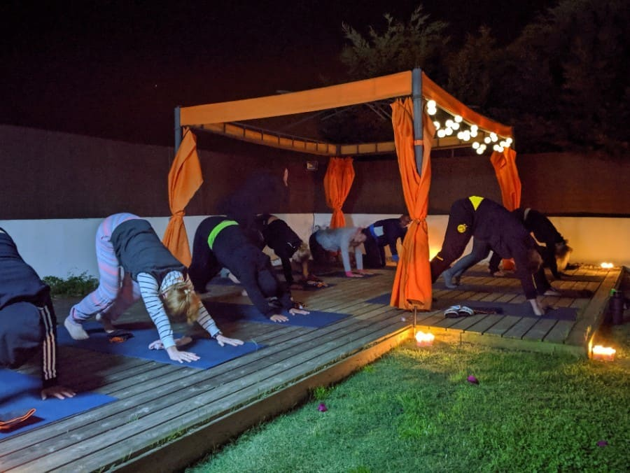 yoga-abends-im-bootcamp-urlaub