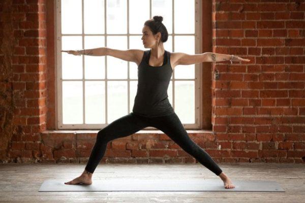 yoga-frau-fitness-krafttraining